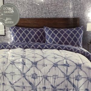Other - BNWT reversible 3 pieces comforter set
